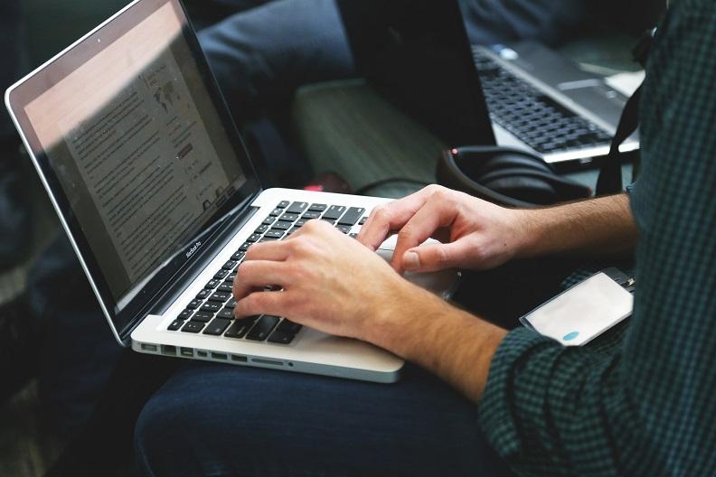 Na co zwracać uwagę kupując laptopa