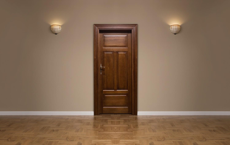 Drzwi drewniane dębowe – dlaczego warto je wybrać?